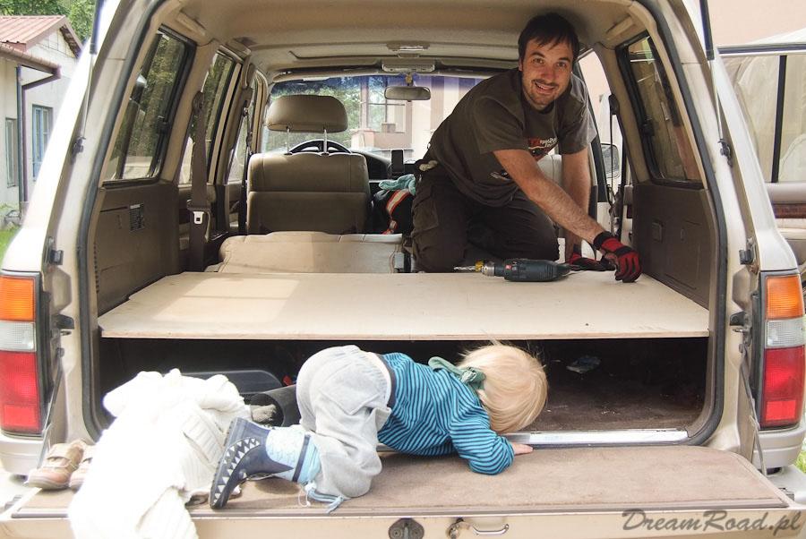 Łóżko w samochodzie