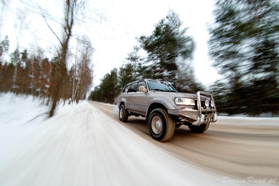 Zimowa jazda Toyota Land Cruiser