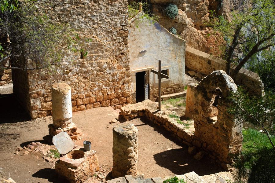 Gospa Snježna (czyli ruina XV - wiecznego klasztoru o. Augustynów